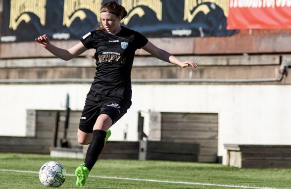 Felicia De Feo, endast 16 år gammal, gjorde sin allsvenska debut på måndagen – och hon gjorde en riktig toppmatch. Foto: PER MONTINI