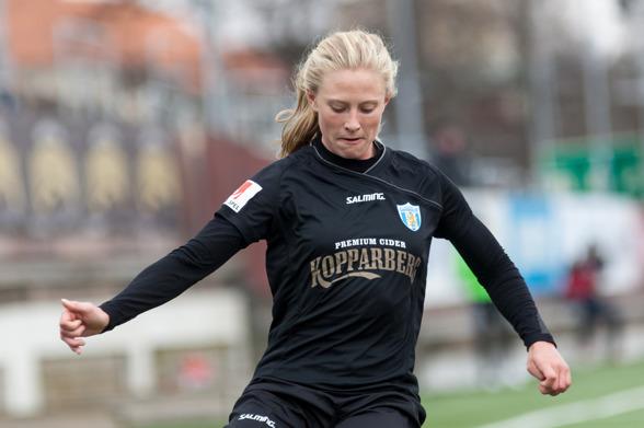 Rebecka Blomqvist hade bara varit påplanen i någon minut när hon gav KGFC hopp med sitt reduceringsmål. Foto: PER MONTINI
