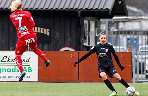 Elin Landström har varit en av KGFC:s bästa spelare den här säsongen, liksom i fjol. Nu hoppas hon att laget lyfter mot en fin höst i allsvenskan. Foto: PER MONTINI