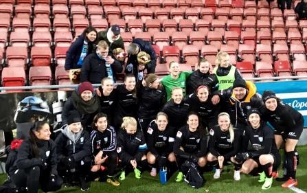 Efter matchen i Örebro hyllades laget av fansen i KGFC Support. Samtidigt passade spelarna på att tacka för ett fantastiskt stöd under 2017.