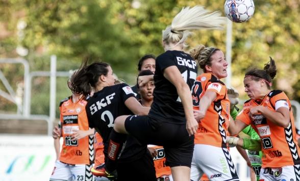 I en tuff och jämn match på söndagen kunde Kristianstad till slut vinna med 1-0. Bilden från förra årets hemmamatch mot KDFF. Foto: PER MONTINI