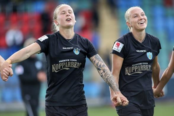 Filippa Curmark och Emma Koivisto var överlyckliga när de tackade fansen efter segern mot LB07. På söndag hoppas de få jubla igen. Foto: PER MONTINI