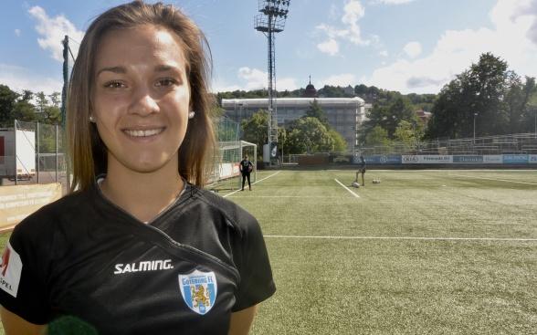 Julia Zigiotti hälsade på i Göteborg på tisdagen, bekantade sig med  Valhalla IP och provade tröjan med nummer 15 på ryggen. Foto: TORE LUND