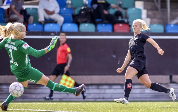 Rebecka Blomqvist - andra KGFC-tjejen i år som tar hem utmärkelsen månadens spelare. Foto: PER MONTINI