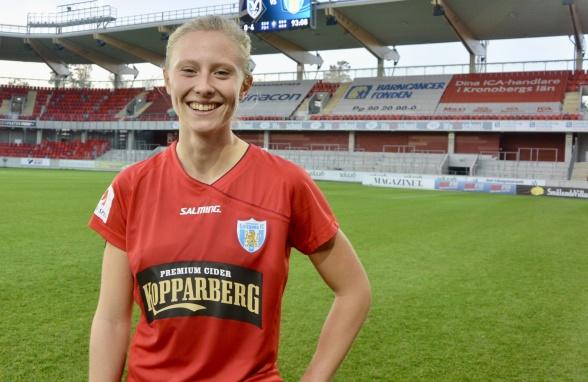 Två nya mål av Rebecka Blomqvist, som nu är tvåa i skytteligan. Foto: TORE LUND