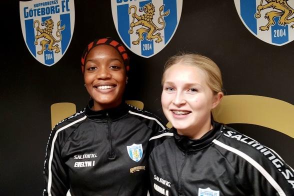 Evelyn Ijeh och Hanna Andersson, ett par av talangerna från KGFC:s F19-lag som pockar på uppmärksamhet.