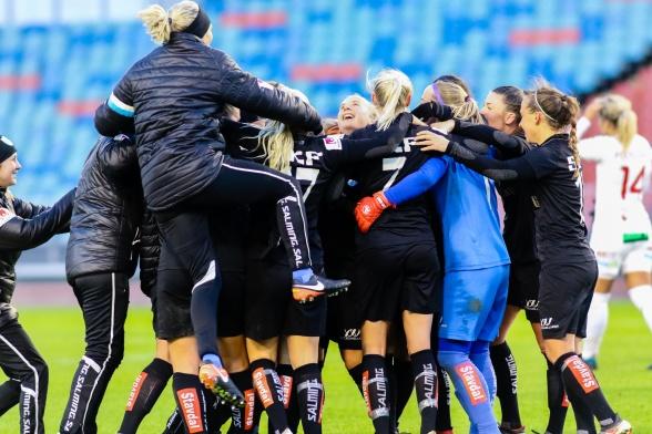 Härlig glädje efter segern mot FC Rosengård i oktober. Visst drömmer vi om liknande scener också 2019. Foto: PER MONTINI