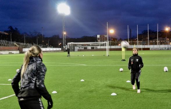Vilde Bøe Risa har genomfört sitt första träningspass med KGFC. Nu är hon, Elin Rubensson och alla andra igång och runt hörnet väntar en riktigt häftig säsong. Foto: TORE LUND