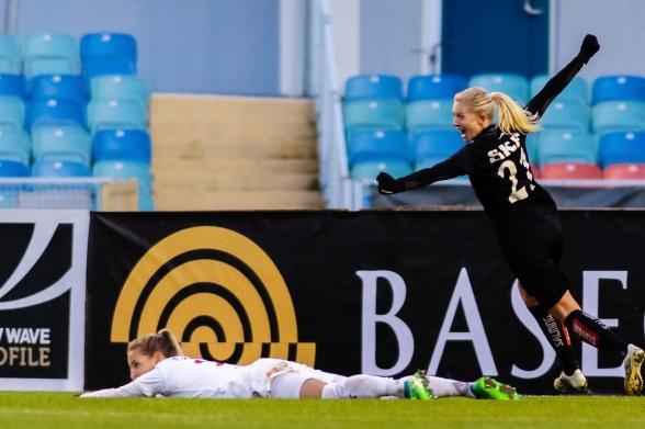I somras hittade Rebecka Blomqvist nätet tre gånger när KGFC mötte Lilleström. I dag en gång. Och visst blev det seger på torsdagen mot kvartsfinalisten i Campions League! Foto: PER MONTINI