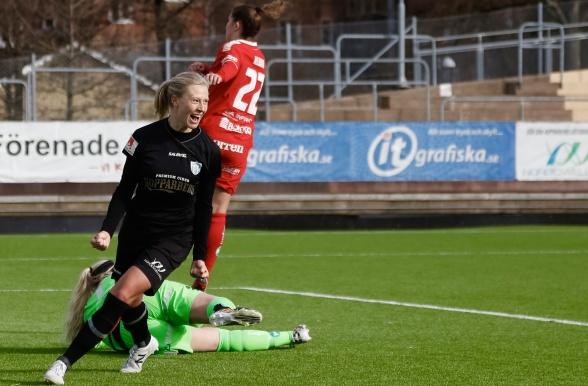 Rebecka Blomqvist stod för två av söndagens mål när KGFC slog ut Linköping ur Svenska Cupen. Foto: PER MONTINI