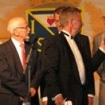Åke Hallström intervjuas, samt ny 62a Pelle Jonsson har kommit upp på scenen.