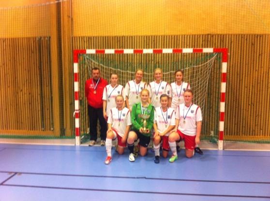 IS Halmia F17 efter guldet i Futsal-DM