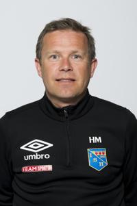 Tränare Håkan Magnusson har en del att fundera över efter storförlusten borta mot Umeå Södra FF.