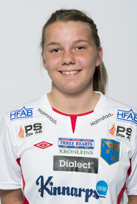 Ebba Hed, blott 14-åriga talangen är tillbaka i matchtruppen igen.