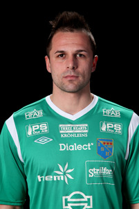 Vladimir Lukic ersätter en avstängd Jonas Käck i Halmiamålet.
