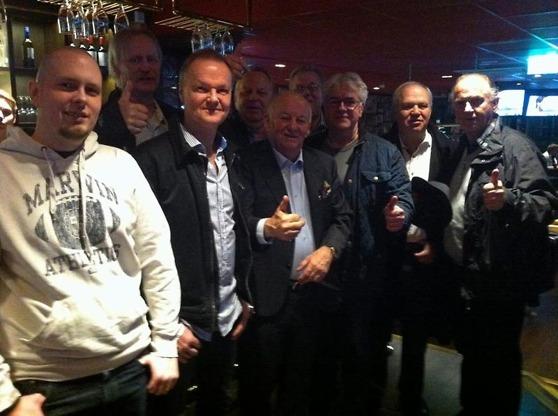 Delar av tipsgänget firade vinsten i lördags. Foto Carl-Fredrik Johansson - Hallandsposten