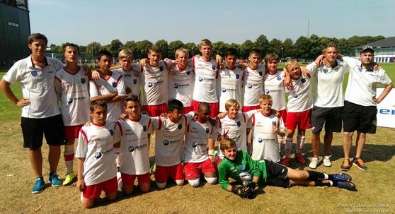 Delar av IS Halmia U16 när man vann B-finalen i Laxacupen 2014.
