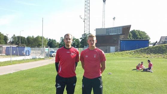 Valet föll till slut på Marcus Sahlman (till vänster), samtidigt vill vi tacka Johan Brattberg (höger) för proffsigt uppträdande, kanske ses vi i den röda dräkten i framtiden?