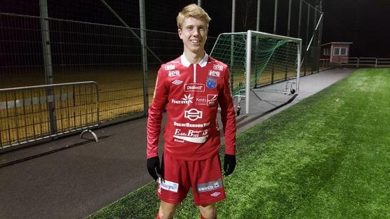 Oskar Gustafsson poserar inför match, alltid lika glad och spelsugen. Foto: Christoffer Andréasson
