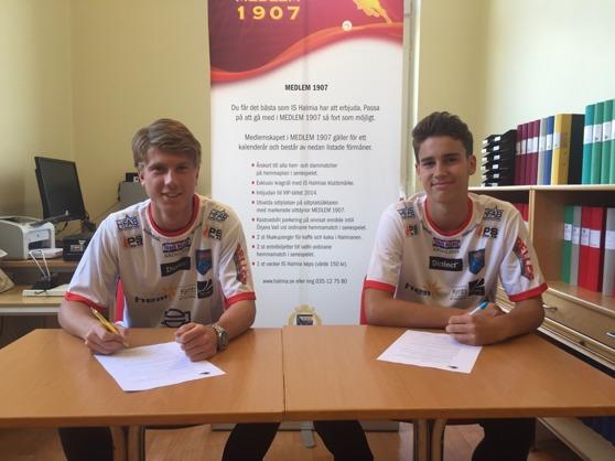 Halmias framtid är ljus. Idag skrev Oskar Gustafsson (till vänster) och Marcus Jönsson på nya kontrakt med a-laget. Foto: Leif Jönsson