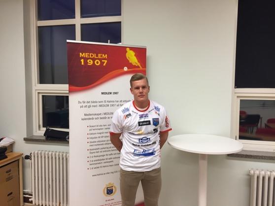 Emil Håkansson stannar kvar på Örjans vall men byter Halmstad BK mot IS Halmia. Foto: Leif Jönsson