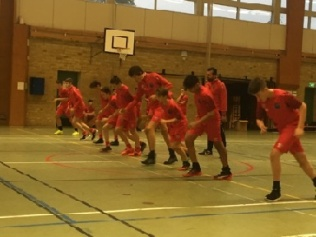 IS Halmia U15, tidigare Boys Academy tränarde under måndagen för första gången i Halmias röda ställ. Foto: Leif Jönsson