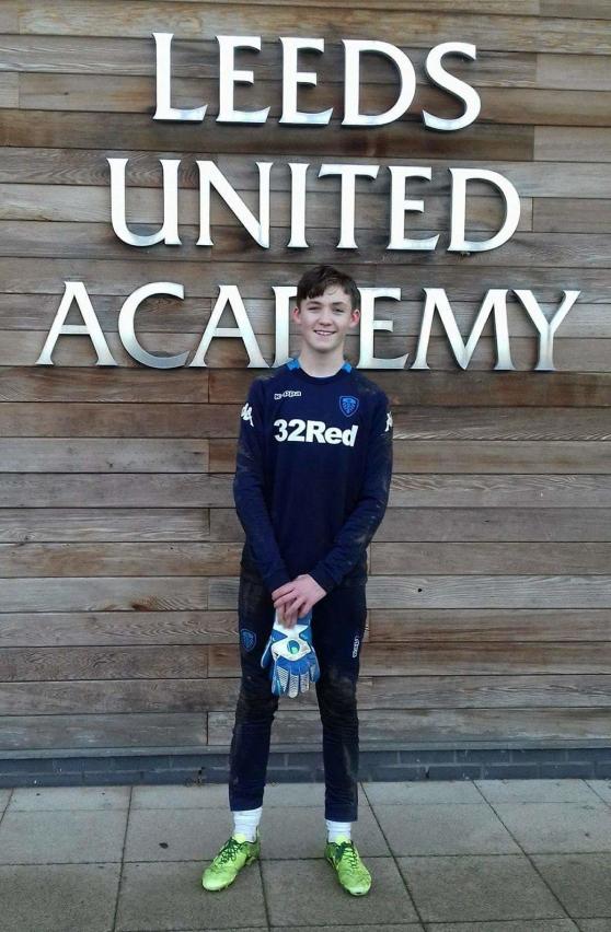 Noel Törnqvist på besök hos Leeds United Academy. Foto: Privat