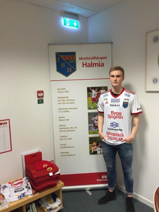 Johan Sjögren i den nya matchtröjan. Foto: Privat