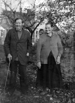 Johannes och Emilia i Anebo. 40-talet?