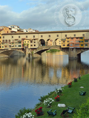 Florencefärgade stolar längs Arno