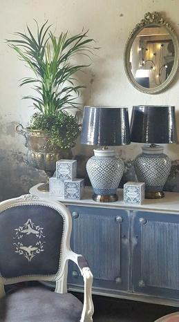 Klassisk inredning & inredningsdetaljer, the Swedish Style med Chalk Paint Old Violet och Louis Blue.