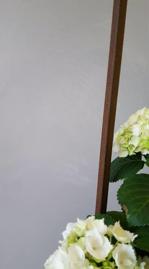 Du kan skapa en känsla av betong med Wall Paint Paris Grey, väggfärg från Annie Sloan.