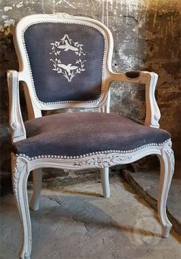 Chalk Paint™ på sammet. Det går bra att måla med Annie Sloan färg på tyg och sammet.