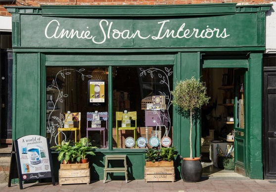 Amsterdam Green. Annie Sloan butiken, Home of Chalk Paint™ är nymålad i denna vackra gröna.
