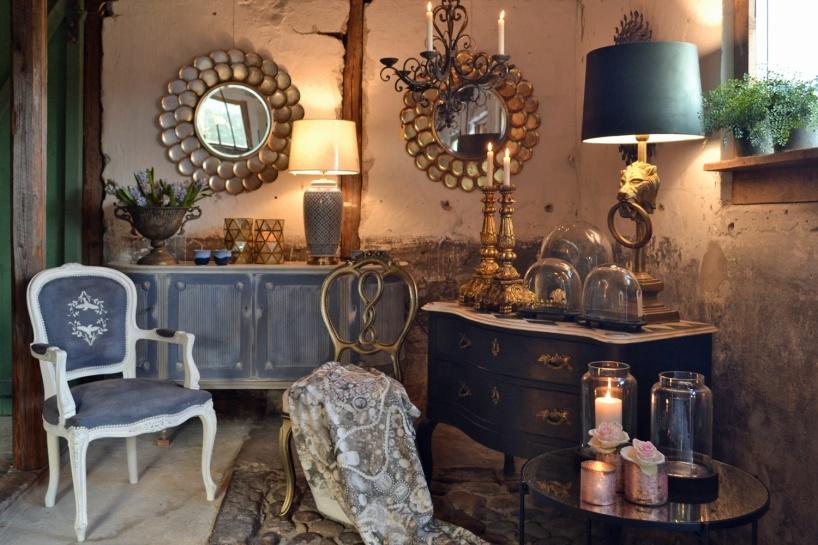 Inredningsbutik med klassisk, lantlig & rustik inredningsstil. Återförsäljare i Sverige av Annie Sloan Paint för möbler och allt i ditt hem. Kurser i möbelmålning i Ateljén. På landet nära havet söder om Falkenberg.