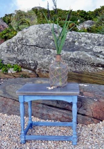 Annie Sloan Chalk Paint Laquer för  både utomhus och inomhus, finns i två olika glans.