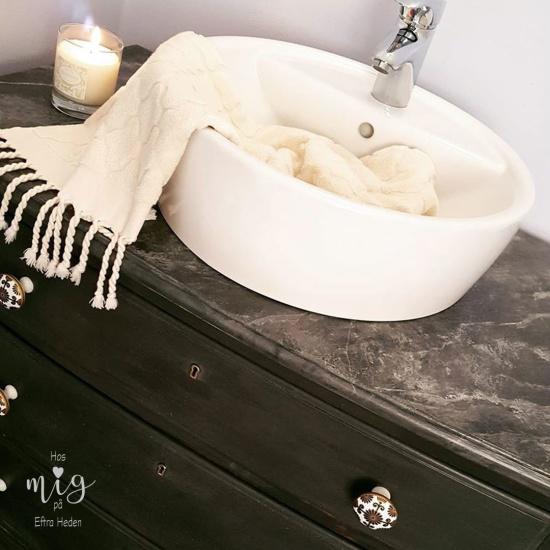 Nya Annie Sloan lacken som finns i två olika glans kan nu användas i badrum, på köksluckor och utomhus!