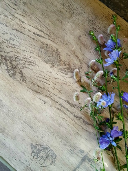 IOD Dekorstämpel Barnwood Planks skapar effekt som grova plankor på dina möbler.