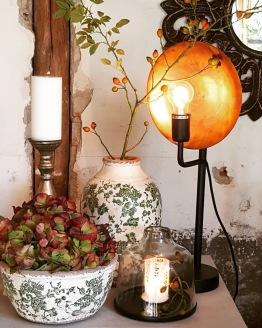 Inredningsdetaljer, krukor, urnor, lyktor, lampor & speglar i butiken här hos mig på Eftra Heden