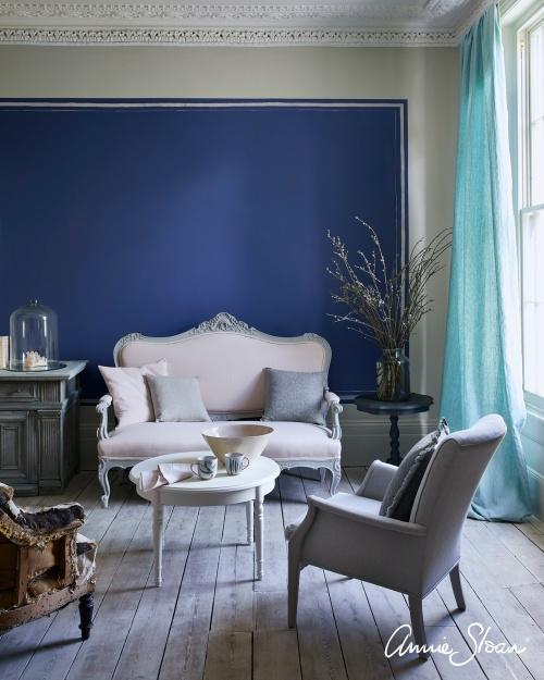 Napoleonic Blue Wall Paint på vägg.