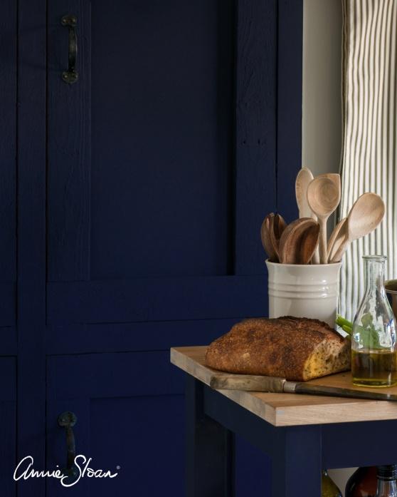 Måla köksluckor med Annie Sloan Chalk Paint kalkfärg är hållbart och ger unik & personlig inredningsstil