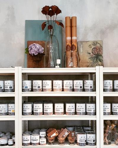 Monicas Butik är återförsäljare av Annie Sloan Chalk Paint & IOD Dekorer, alltid med snabba leveranser och hög service.