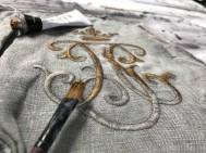 Anna B bjuder på kreativa idéer, ett broderi  häftat fast på en canvas förgylls och framhävs med Gilding Wax!