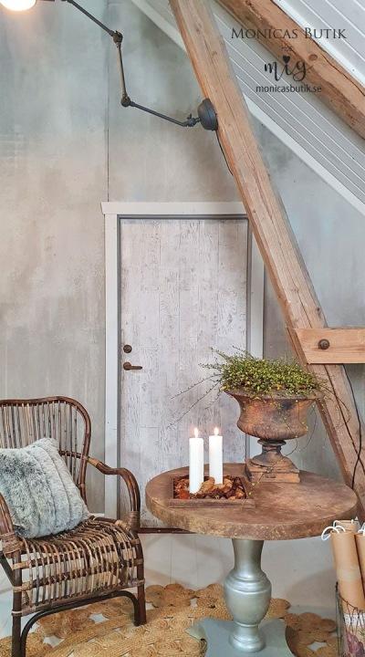 Att måla om en dörr är enkelt och går snabbt, det ger hela rummet ett stort lyft! Dörren är målad med Annie Sloan Chalk Paint i neutrala kulörer. Brädorna är stämplade med IOD Dekorstämpel Barnwood PLanks.