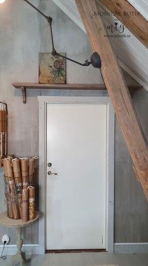 Måla och måla om dörrar. Från en helt vanlig vit dörr till en lantlig och rustik med Dekorstämpel Barnwood Planks.