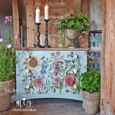 IOD Dekortransfer Redoute 2 består av flera ark med vackra rosor, en underbar dekor för unika möbler.