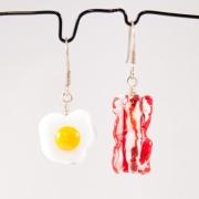 Örhängen Ägg och Bacon