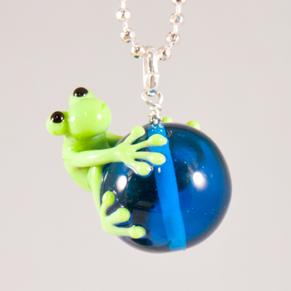 Halsband Groda på mellanblå kula - Groda på mellanblå