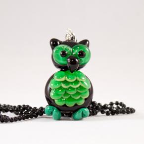 Uggla grön, Halsband - Finuggla smaragd svart