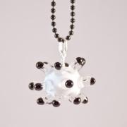 Sputnik vit och svart, Halsband